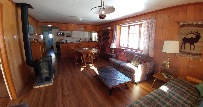 Barn Cabin 3 bedrooms, one bath