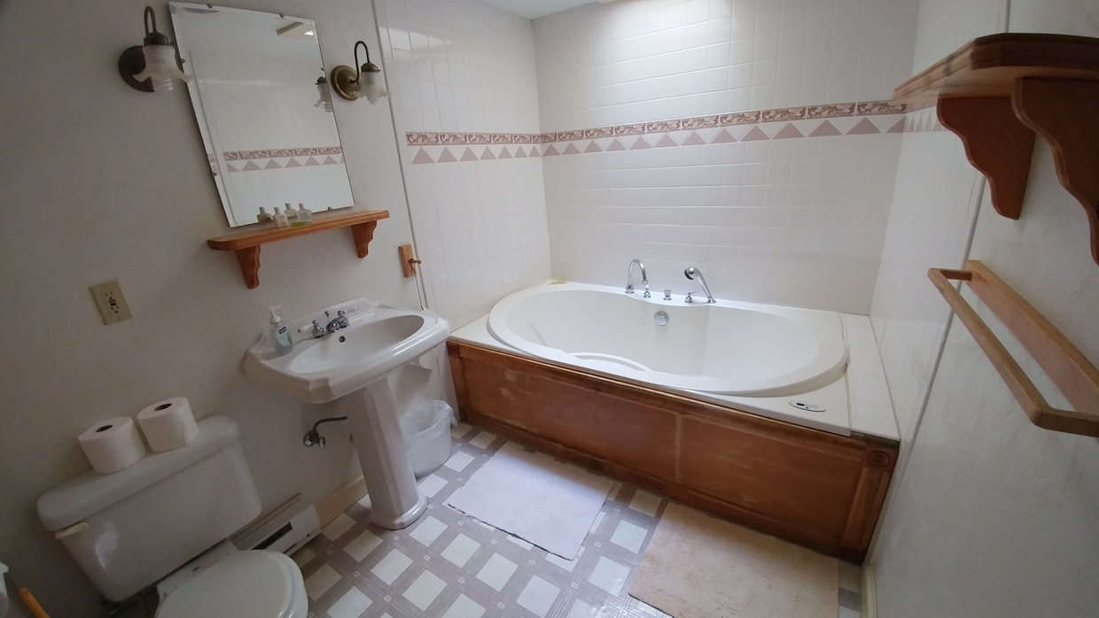 Two of our rooms have jetted tubs for 2