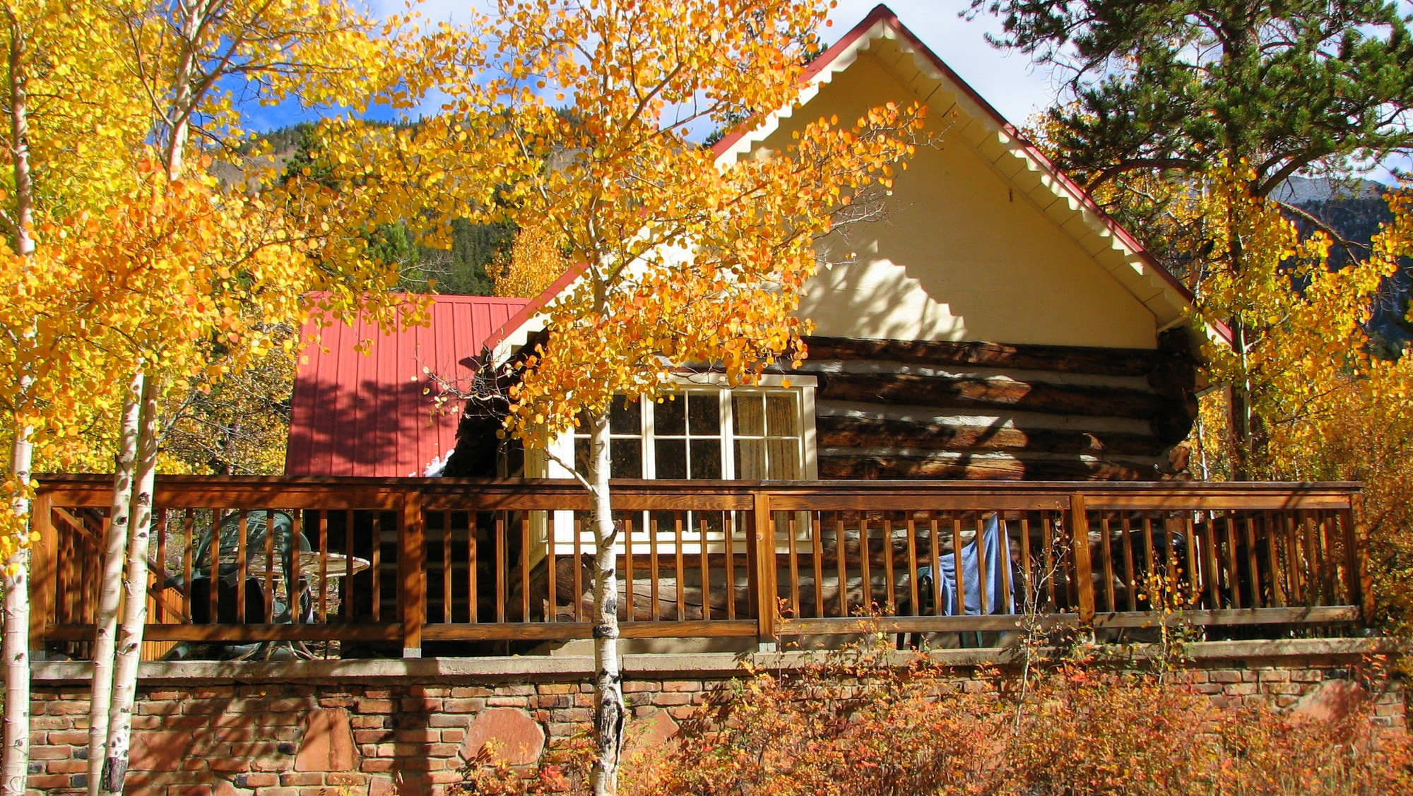 Trails End Cabin in fall dress at Mount Elbert Lodge